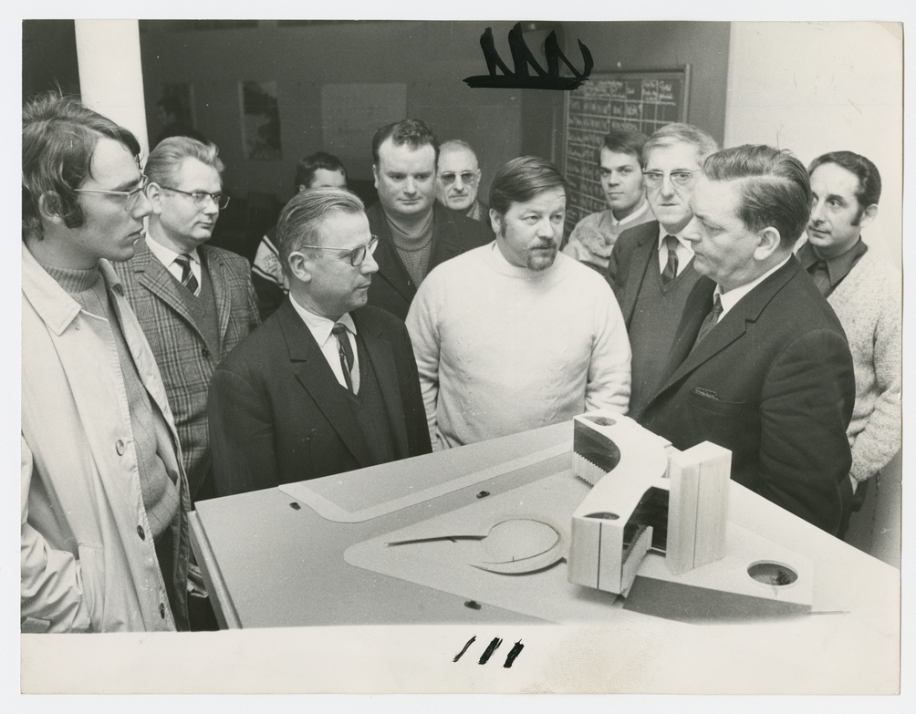 Presentation to Party leaders of the model of Oscar Niemeyer's headquarters for the French Communist Party, undated, Paris, France. Courtesy of Mémoires d'Humanité/Archives départementales de la Seine-Saint-Denis. All rights reserved.