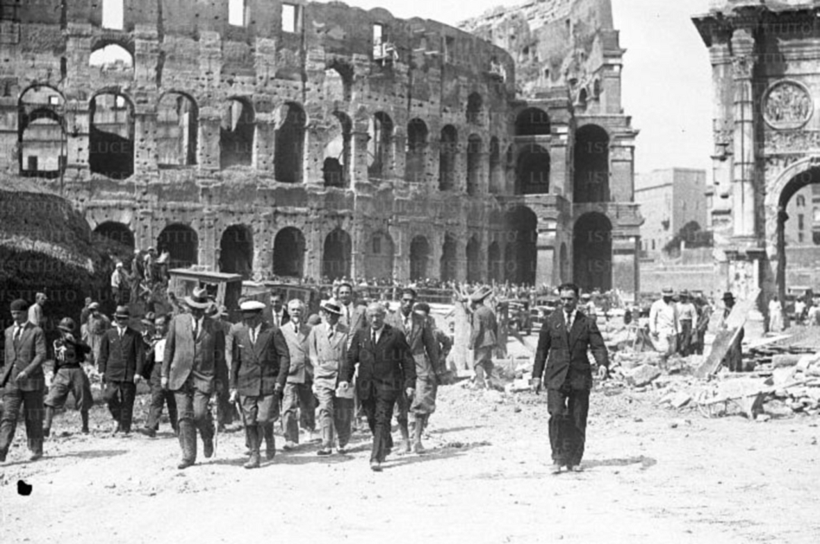 Gustavo Giovannoni, Benito Mussolini and others in Via dell'Impero after the demolition of Medieval and Renaissance structures, Rome, 1933