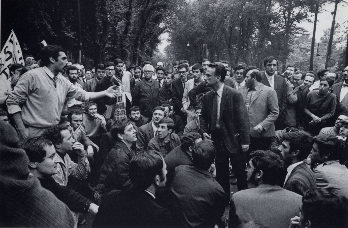 Gianemilio Simonetti and Giancarlo De Carlo at the entrance of the XIV Triennale of Milan (1968), from Mioni, Angela, and Etra Connie Occhialini (editors), Giancarlo De Carlo: immagini e frammenti (Milano: Electa, 1995), 57.
